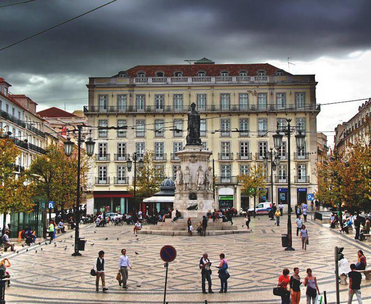 Lisbon Bairro alto and chiado free tour
