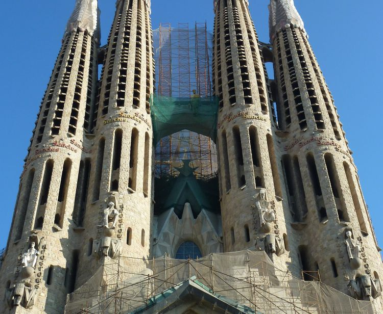 Sagrada Familia: tour with ticket and without queues