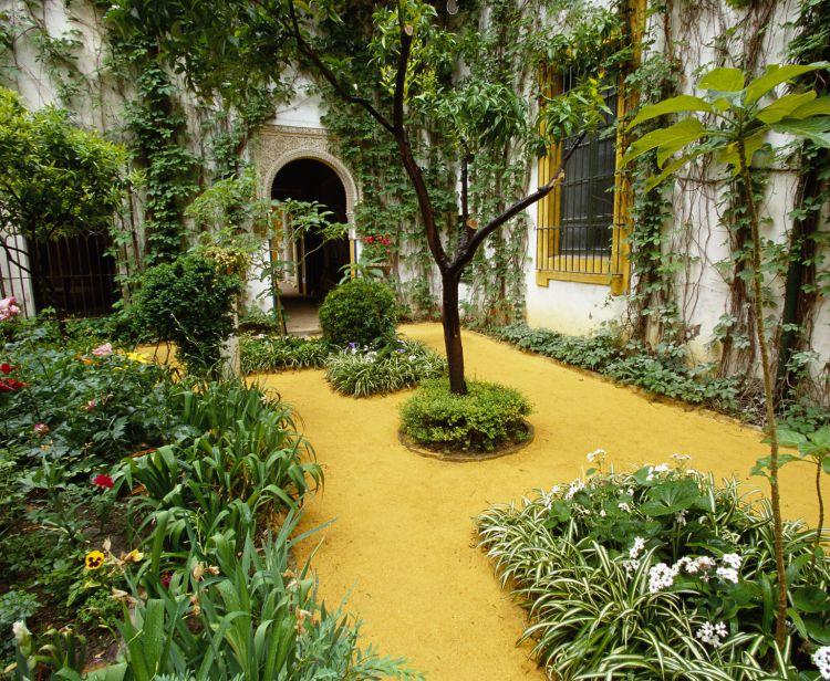 Tour inside the Royal Alcazar + Seville Santa Cruz Jewish Quarter Tour